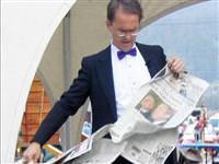 Gazeteler niçin enine düzgün yırtılamıyor?
