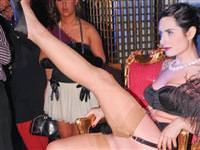 Dansçılar striptiz yaptı İstanbul'un Elitleri izledi!