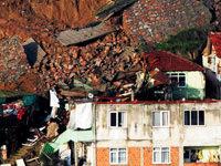 Yol evlerin çatısına düştü