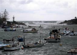 Sağanak yağış balıkçıları vurdu