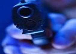 Kız arkadaşını silahla vurup, gasp etti