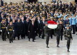 'Devlet Erkanı' Anıtkabir'i ziyaret etti