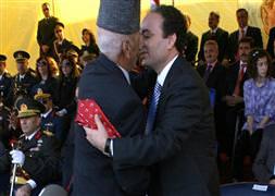 Gaziden Baydemir'e bayraklı kravat