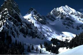 3 bin metrelik dağa çakıldılar