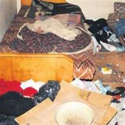 Çöp evde donarak hayatını kaybetti...