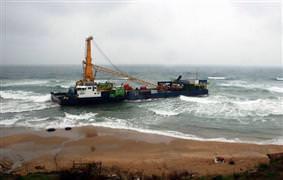 Sinop'ta yük gemisi karaya oturdu