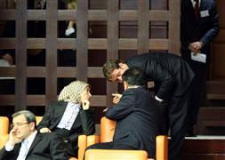 Meclis'teki başörtülü çıkarıldı