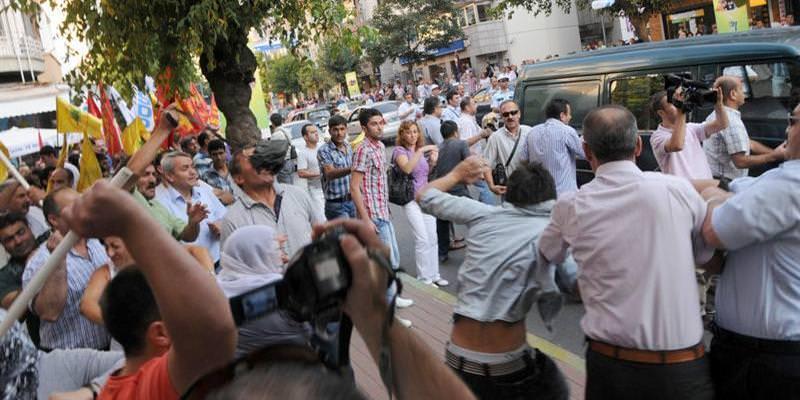 Bursada ki barış mitingi de gergin geçti