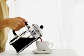 Felce karşı 2 fincan kahve