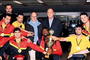 Şampiyon Aslanlar'a büyük onur