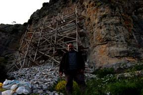 Nişanyan'a mezar hapsi