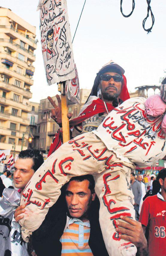 Tahrir'de 3 gün miting