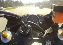 Çılgın motosikletli 300 km hız yaptı
