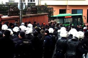 Polis gaz değiştirdi