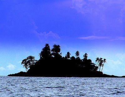 Issız adada tek başına