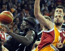 Galatasaray öne geçti