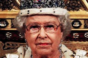 Kraliçe elmasları sandıktan çıkardı