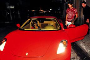 Boğaz'da Ferrari şov yaptı!