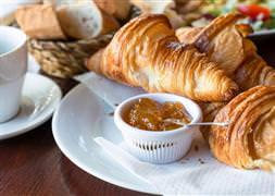 Aynı anda börek yiyerek dünya rekoru kırdılar