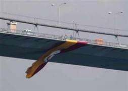 Köprüye G.Saray bayrağı asıldı