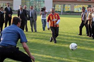 Abdullah Gül penaltı attı!