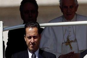 Papa'nın yardımcısı yargılanacak