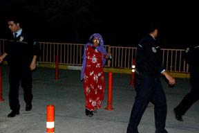Eşini dövdü polisten kaçtı