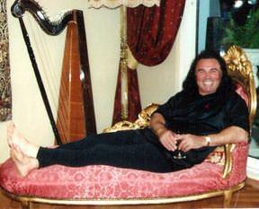 Valentino Celal'e tarihi eser baskını
