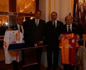 Galatasaray yangınını söndüren yardım...
