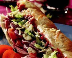 Salça Soslu Kırmızı Soğanlı Sandviç