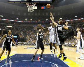 NBA'de Spurs durumu 3-0 yaptı