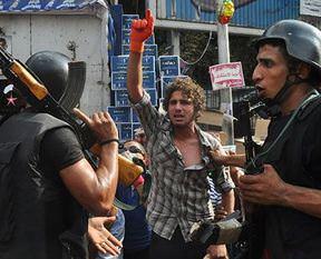 Mısır'da polis şiddeti: 1 ölü!