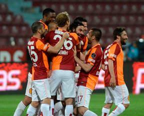 UEFA: Aslan gençleşiyor