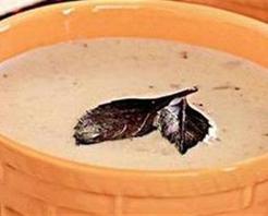 Sarmısaklı Badem Çorbası