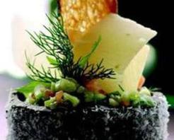 Pestil Yatağında Kaşık Salata Rendelenmiş Keş