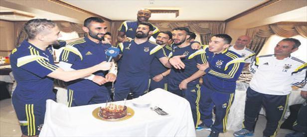 Selçuk Şahin'e sürpriz kutlama