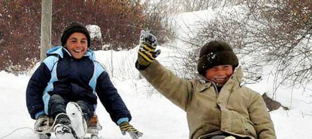 Kar Zonguldak'ta okulları tatil etti