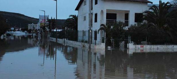 İzmir yine sel altında