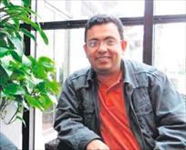 Ateist yazar satırla öldürüldü