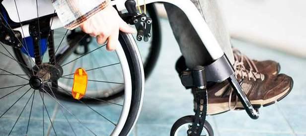 Kafayla çalışan tekerlekli sandalye