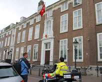 Hollanda'da Türkiye Büyükelçiliği'ne saldırı
