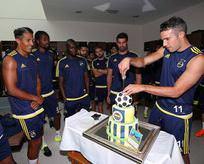 Fenerbahçe'de Van Persie'nin doğum günü kutlandı