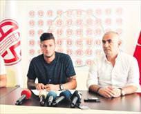 Sambacı Diego Antalya'ya imzasını attı