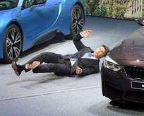 Otomobil devinin CEO'su sahnede bayıldı