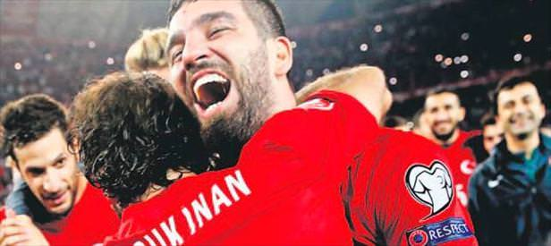 UEFA'dan Arda&Hakan'a özel kutlama
