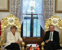 Türkiye'nin yükünü üstlenmek gerek