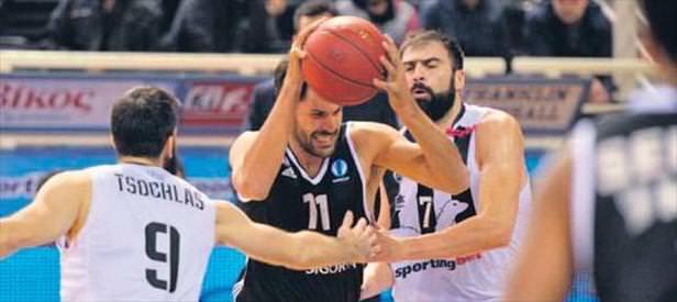 Beşiktaş Yunanistan'da 20 sayı fark yaptı
