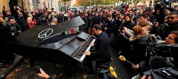 O piyanist Paris'te ortaya çıktı