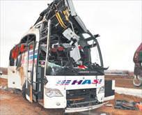 Katliam gibi kaza: 6 ölü 24 yaralı