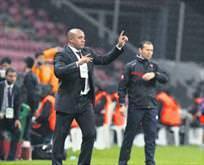 R. Carlos, Zidane'ın yardımcısı oluyor